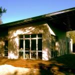 La zeHouse de Montarnaud finie. Le toit monopente réduit considérablement les coûts tout en offrant un design moderne : quand écologie rime avec avenir.